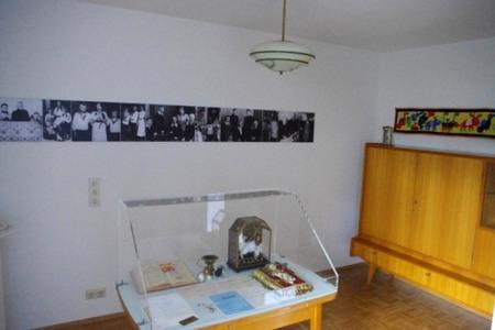 institut papst benedikt xvi haus in pentling. Black Bedroom Furniture Sets. Home Design Ideas